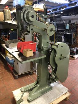 Hang-Nietmaschine 84 HM
